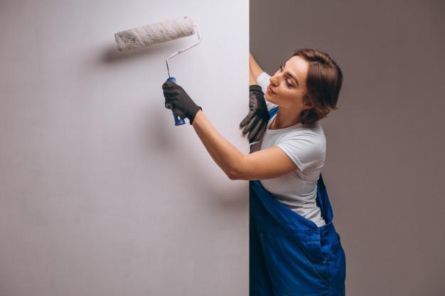 kvinde der maler